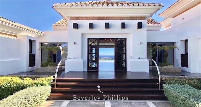 Exceptional villa for sale Los Flamingos
