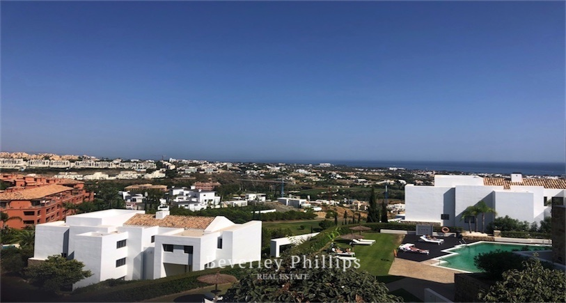 2 bedroom apartment for sale Alanda, Los Flamingos