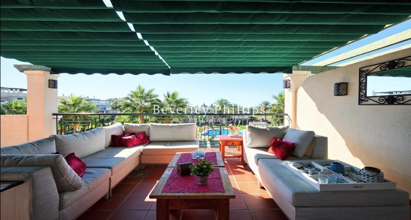 Penthouse walking distance to Puerto Banus